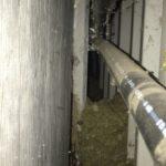 Dämmung des Fermenters einer Biogasanlage. Auffüllen der abgesackten Steinwolle mit EPS Einblasdämmung