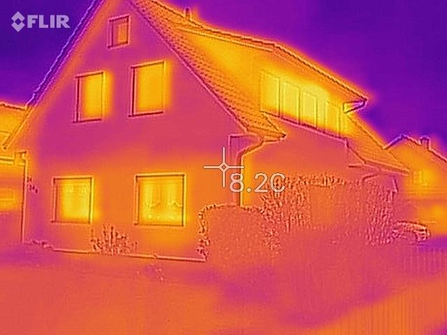 Die Wärmebildaufnahme der Fassade zeigt die Schwachpunkte der Fassadendämmung auf.