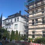 Dachdämmung mit Zellulose in Hannover. Die nachträgliche Isolierung der Dachschrägen hält Dachwohnungen im Sommer kühl und im Winter warm.