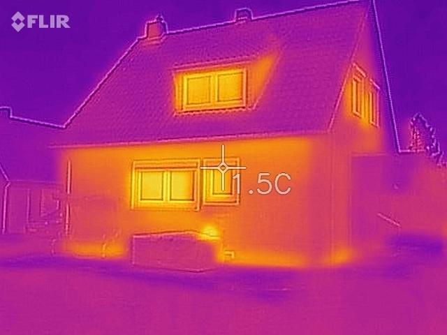 Dachfläche nach der Einblasdämmung.